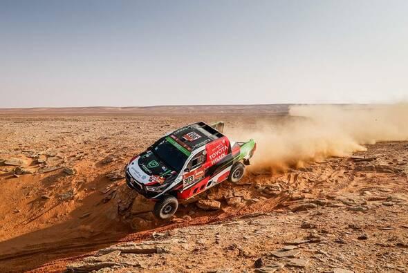 Pilot Yazeed Al Rajhi und Navigator Dirk von Zitzewitz im Toyota - Foto: ASO/Dakar