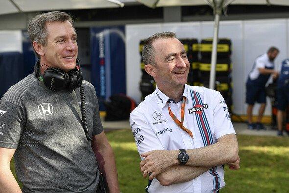 Tim Goss (links) mit seinem McLaren-Vorgänger Paddy Lowe - Foto: LAT Images