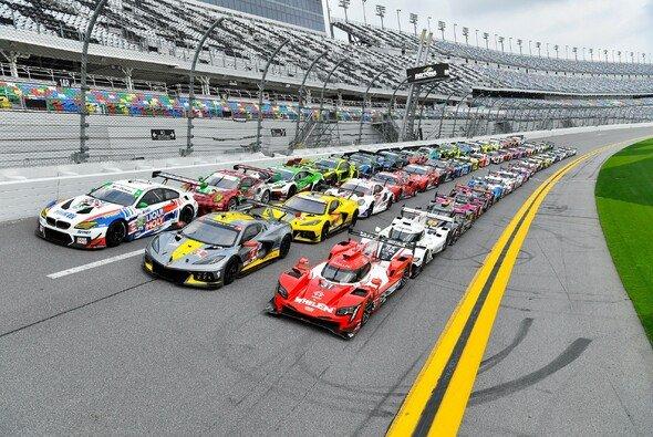49 Rennwagen in fünf Klassen treten bei den 24h Daytona 2021 an - Foto: IMSA