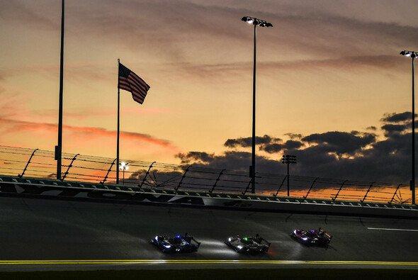 Die 24h Daytona lieferten auch 2021 eine tolle Show ab - Foto: LAT Images