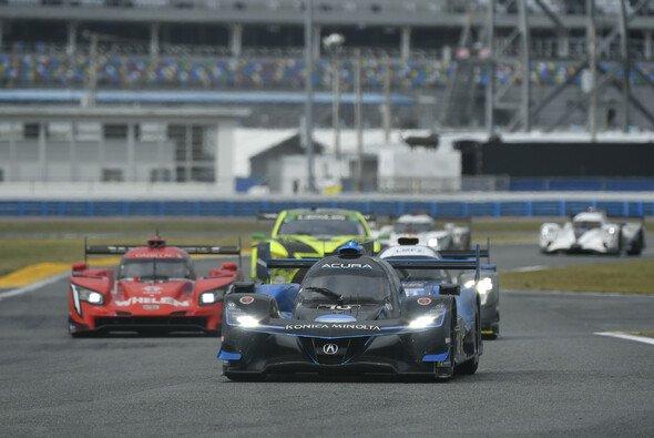 Das Acura-Team Wayne Taylor Racing gewinnt die 24 Stunden von Daytona 2021 - Foto: LAT Images