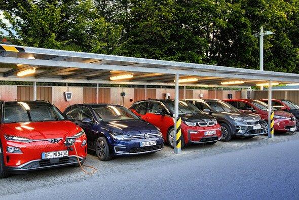 Elektroautos können zuhause geladen werden - Foto: ADAC