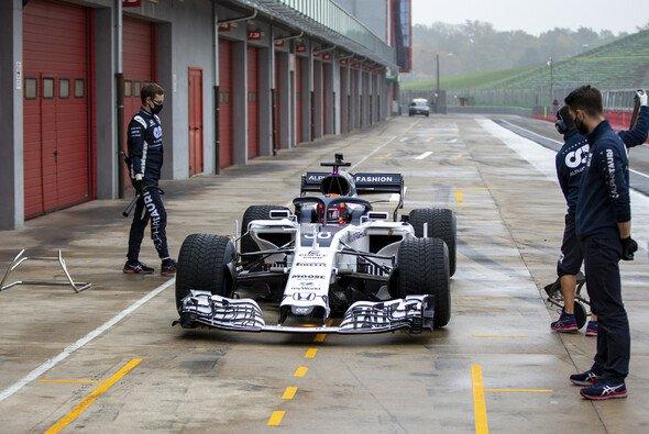 Yuki Tsunoda fährt seit November immer wieder Tests in Vorjahres-Autos - Foto: Red Bull Content Pool