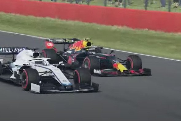 Das Duell um den Sieg: George Russell besiegt Alex Albon dank einer Strafe. - Foto: Formula 1