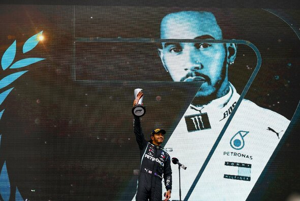 Lewis Hamilton fährt auch 2021 für Mercedes in der Formel 1 - Foto: LAT Images
