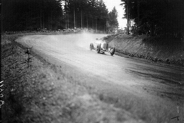 Hans Stuck 1931 beim Großen Preis von Deutschland auf dem Nürburgring - Foto: LAT Images