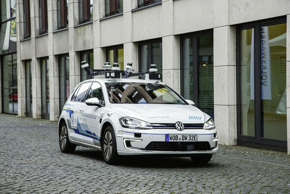 Volkswagen erprobt seit 2019 das vollautomatische Fahren mit fünf e-Golf - Foto: Volkswagen