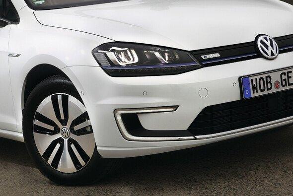 Die laufenden Kosten des e-Golfs sind laut ADAC niedriger als die des entsprechenden Verbrenners - Foto: Volkswagen