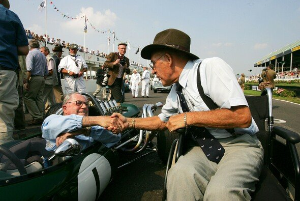Brabham und Moss auf dem Goodwood Revival Meeting 2004 - Foto: LAT Images
