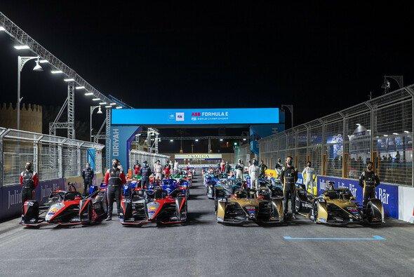 Die Formel E startet am Freitag und Samstag in Saudi-Arabien in die Saison 2021 - Foto: LAT Images