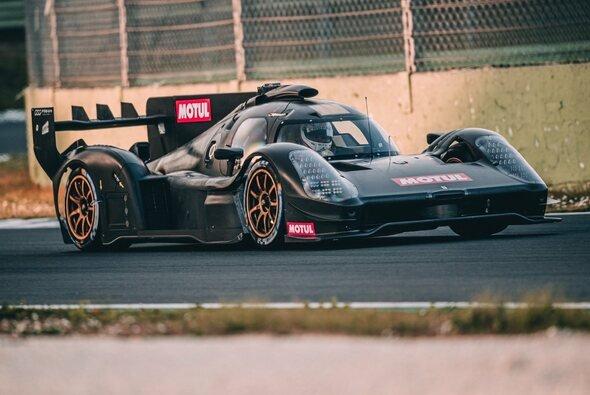 Rennstart in Le Mans: Am 21. August 2021 soll es soweit sein. - Foto: Twitter/Scuderia Cameron Glickenhaus