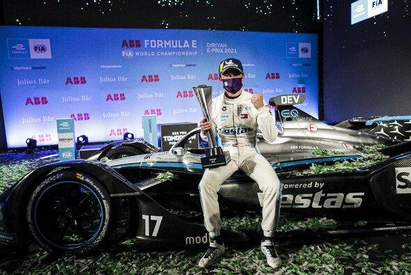 Nyck de Vries feiert in Saudi-Arabien seinen ersten Sieg in der Formel E - Foto: LAT Images