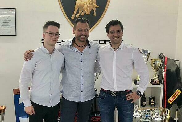 Teamchef Gottfried Grasser mit Mike David Ortmann und Clemens Schmid - Foto: GRT Grasser Racing Team