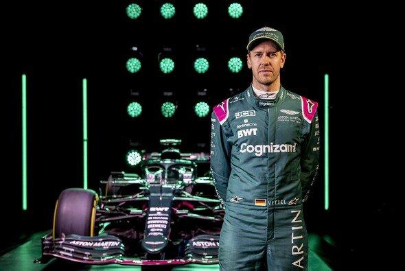 Sebastian Vettel im neuen Gewand: Erstmals im Overall von Aston Martin - Foto: Aston Martin