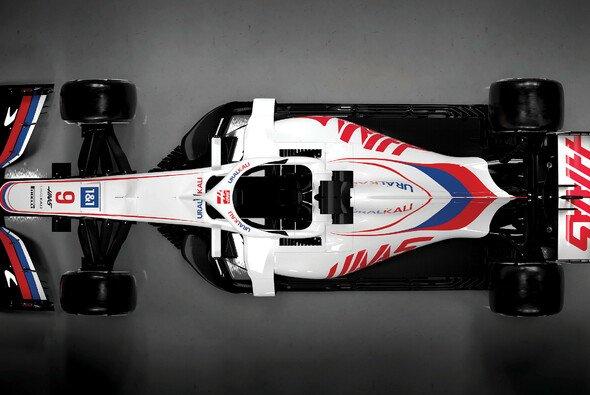 Bei der Haas-Präsentation war noch das Vorjahresauto zu sehen - Foto: Haas F1 Team