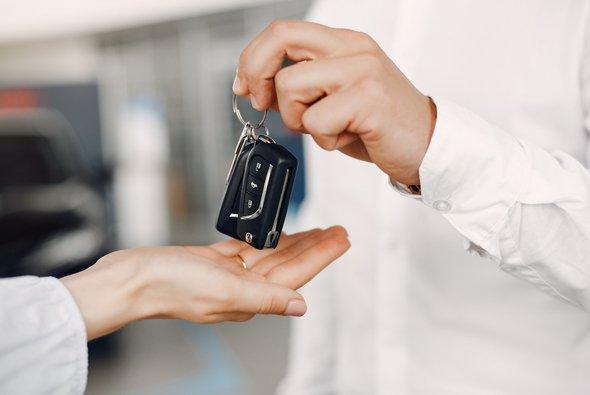 Die Polizei warnt vor Betrügern beim Gebrauchtwagenkauf im Internet - Foto: Freepik.com