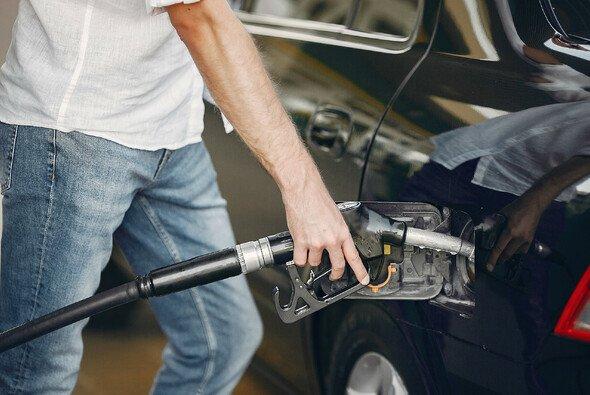 Die Benzinpreise sind in den vergangenen Wochen kontinuierlich gestiegen - Foto: prostooleh - de.freepik.com