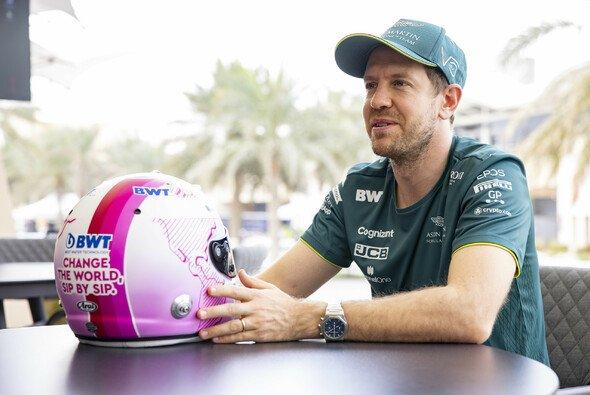 Sebastian Vettel fährt im Zuge einer neuen Partnerschaft in der Formel 1 2021 mit einem neuen Helmdesign - Foto: BWT