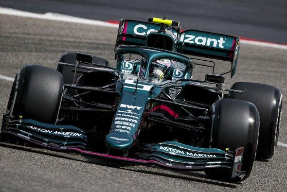 Sebastian Vettels Aston Martin ist eine James-Bond-Hommage - Foto: LAT Images