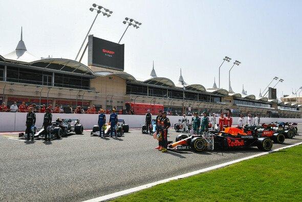 Das Fahrerkarussell für die Formel 1 2022 wird in den kommenden Wochen an Fahrt aufnehmen - Foto: LAT Images