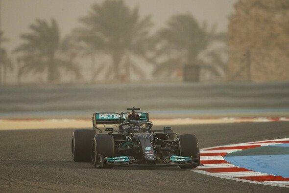 Auch Lewis Hamilton erwischte keinen sauberen Auftakt - Foto: LAT Images
