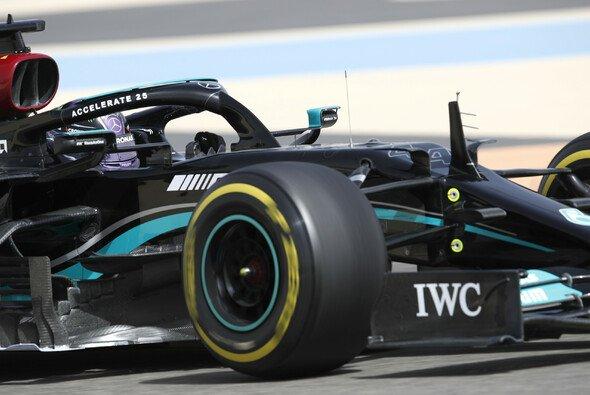 Lewis Hamilton macht sich wegen schwieriger Testfahrten für Mercedes noch keine Sorgen - Foto: LAT Images