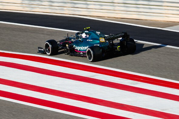 Sebastian Vettel hatte mit Aston Martin bei den Testfahrten in Bahrain einen schweren Start - Foto: LAT Images