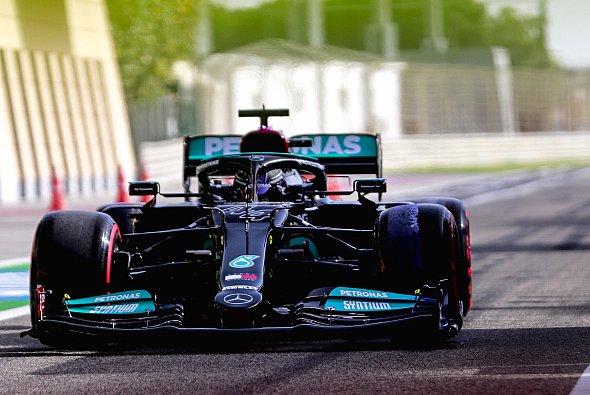 Mercedes war am Freitag in Bahrain besser dran als bei den Testfahrten - Foto: LAT Images