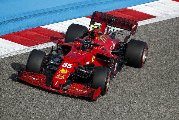 Carlos Sainz konnte in Bahrain ein gelungenes Ferrari-Debüt feiern - Foto: LAT Images