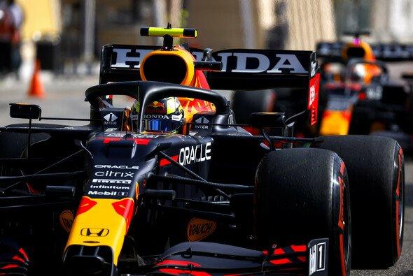 Sergio Perez hatte im ersten Red-Bull-Qualifying noch zu kämpfen - Foto: LAT Images