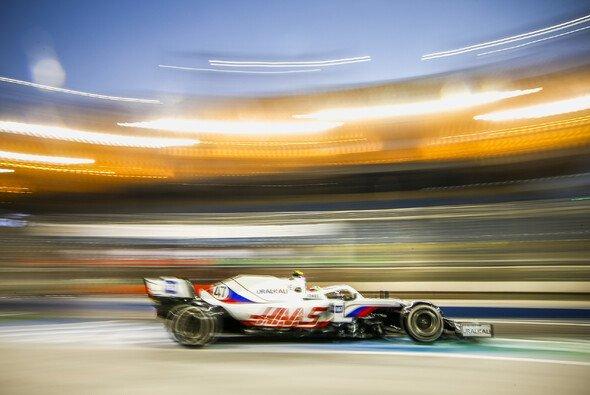 Mick Schumacher fühlte sich schon am ersten Trainings-Freitag wohl im Auto - Foto: LAT Images