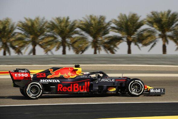 Max Verstappen fährt im 3. Freien Training die dritte Bestzeit beim Auftaktwochenende der Formel 1 in Bahrain - Foto: LAT Images