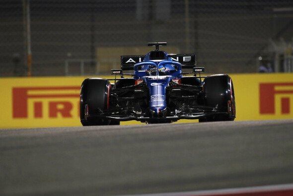 Fernando Alonso war im Bahrain-Qualifying wieder gut dabei - Foto: LAT Images