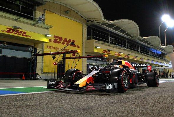 Max Verstappen tritt heute in Bahrain wieder als Einzelkämpfer an - Foto: LAT Images