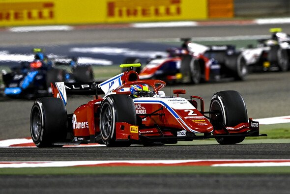 Oscar Piastri gewann das zweite Saisonrennen der Formel 2 in Bahrain - Foto: LAT Images