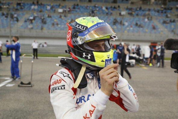 Mick Schumacher zeigt sich nach seinem Formel-1-Debüt befreit und angriffslustig für Imola - Foto: LAT Images