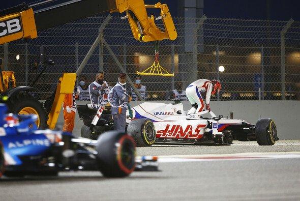 Nikita Mazepin kam in Bahrain bei seinem ersten Formel-1-Rennen nur zwei Kurven weit - Foto: LAT Images