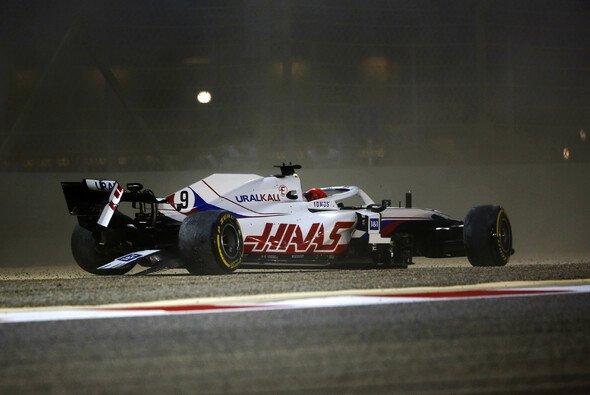 Nikita Mazepin crashte in Bahrain nach wenigen Metern aus dem Formel-1-Debüt - Foto: LAT Images