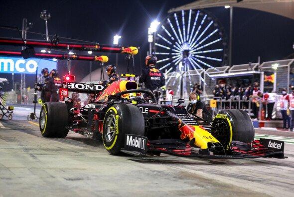 Sergio Perez rettete seinen Formel-1-Auftakt 2021 in Bahrain eigenhändig - Foto: LAT Images