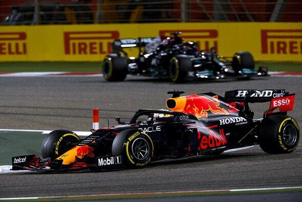 Max Verstappen verlor die Chance auf den Sieg beim Formel-1-Rennen in Bahrain gleich zwei Mal - Foto: LAT Images