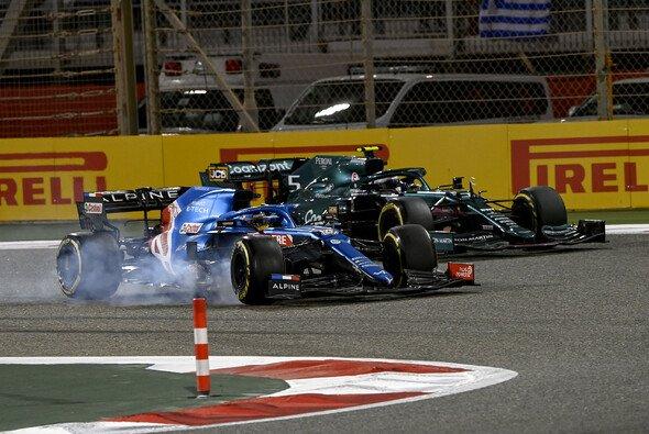 Rund um Fernando Alonso war in Bahrain ordentlich Action - Foto: LAT Images