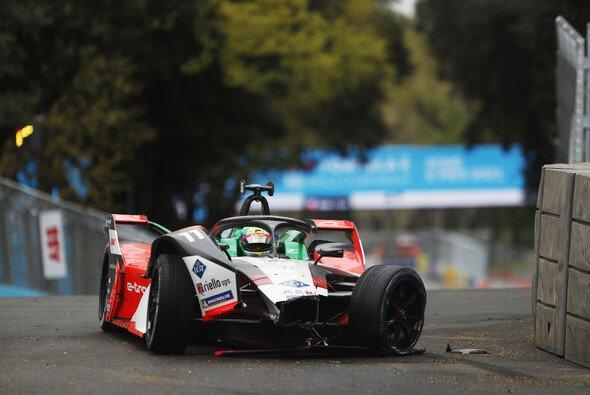 Lucas di Grassi wurde im Rennen von Sebastien Buemi angeschoben - Foto: LAT Images