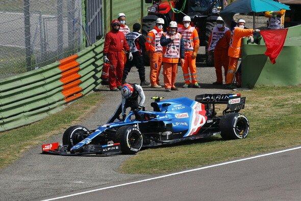 Esteban Ocon und Sergio Perez crashten - sie wurden nicht gewarnt - Foto: LAT Images