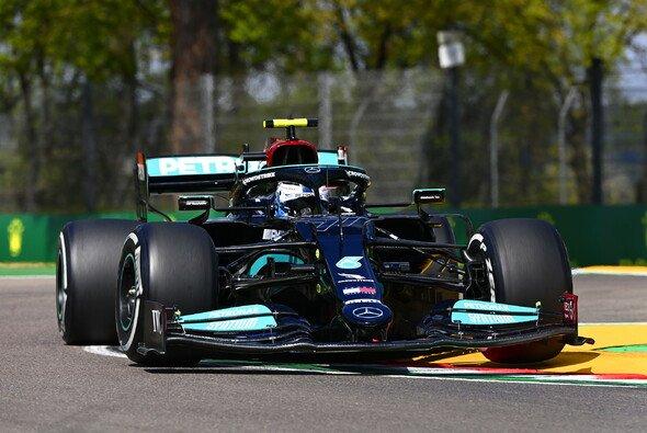 Mercedes-Pilot Valtteri Bottas markierte auch im 2. Freien Training der Formel 1 in Imola die Bestzeit - Foto: LAT Images