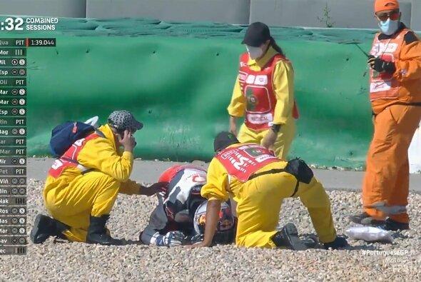 Jorge Martin wurde minutenlang im Kiesbett behandelt - Foto: MotoGP/Twitter