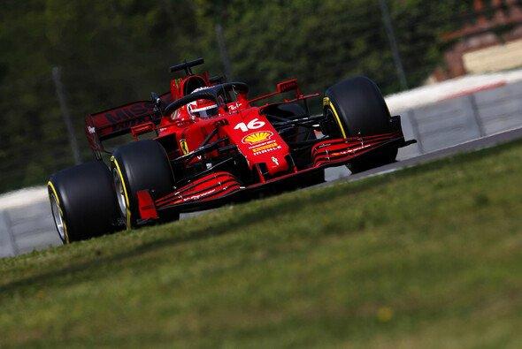 Für Ferrari und Charles Leclerc geht es 2021 wieder aufwärts - Foto: LAT Images