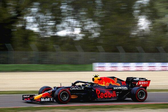 Sergio Perez fuhr in Imola im zweiten Qualifying für Red Bull vor Max Verstappen auf Startplatz zwei - Foto: LAT Images
