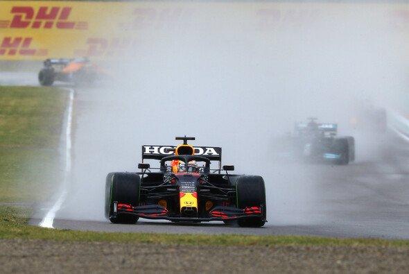 Max Verstappen hat beim Formel-1-Rennen in Imola seinen ersten Sieg in der Saison 2021 gefeiert - Foto: LAT Images