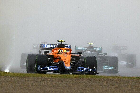 Das Rennen in Imola begann unter schwierigen Bedingungen - Foto: LAT Images