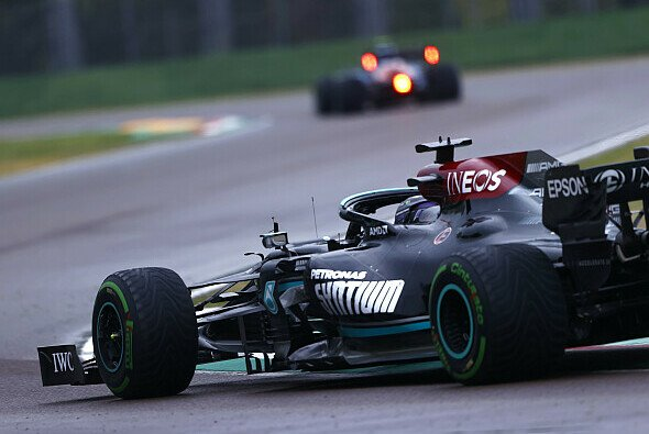 Lewis Hamilton musste in Imola die erste Niederlage der Saison einstecken - Foto: LAT Images